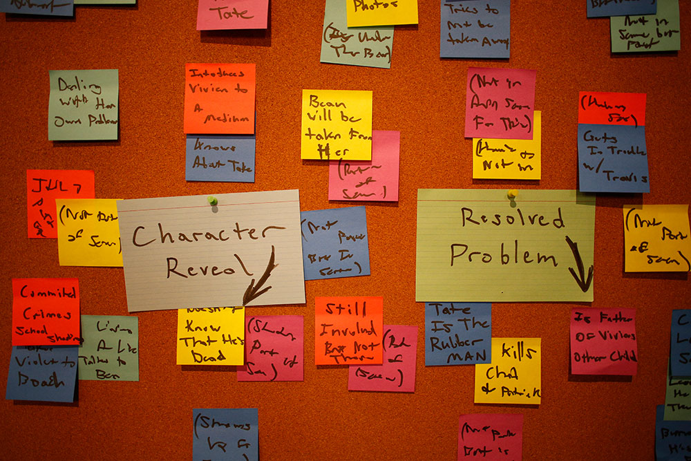 writers_room_unit_american_horror_01